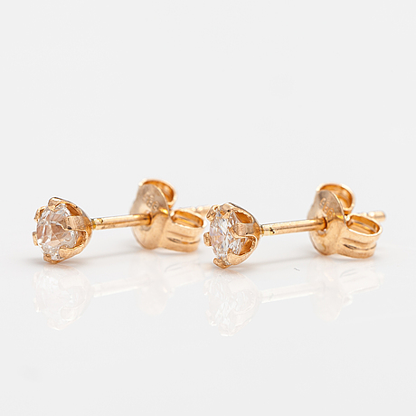 A pair of 14k gold earrings with diamonds ca. 0.34 ct in total.