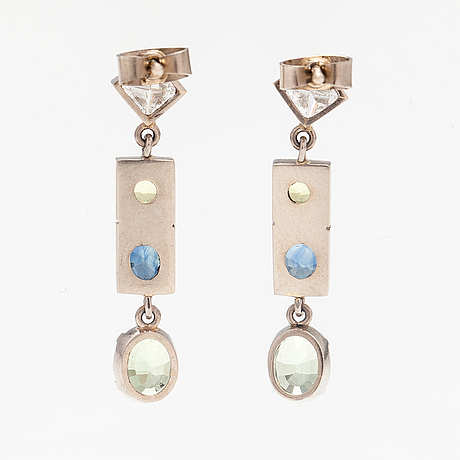 A pair of 14k white gold earrings with diamonds ca. 0.78 ct in total, sapphires and chrysoberylles.