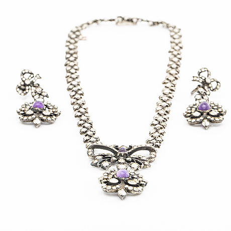 Demi-parure, necklace and earrings, silver, amethystes and paste, probably early 20th century, original case.