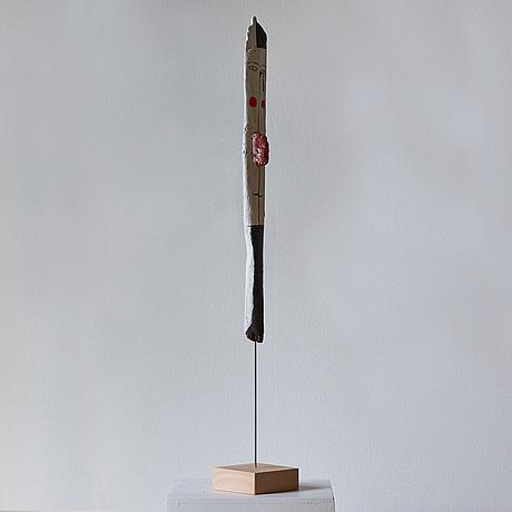 Madeleine pyk, skulptur med röd näsa.