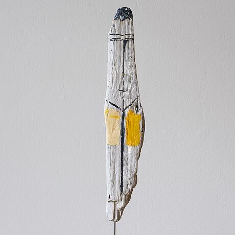 Madeleine pyk, skulptur med gult.