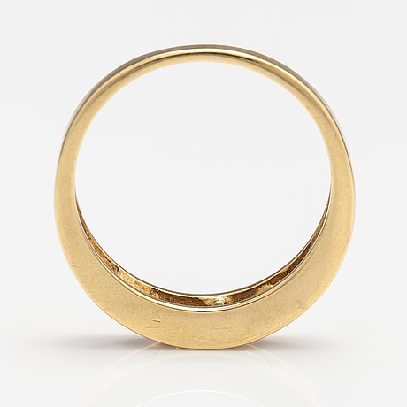 An 18k gold ring with diamonds ca. 0.50 ct in total.