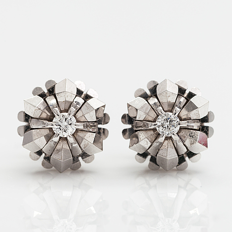 A pair of 14k white gold earrings with diamonds ca. 0.12 ct in total.