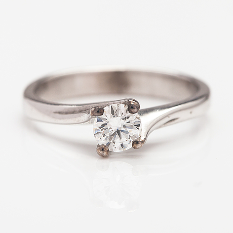 A 14k white gold ring with a diamond ca. 0.41 ct according to engraving.