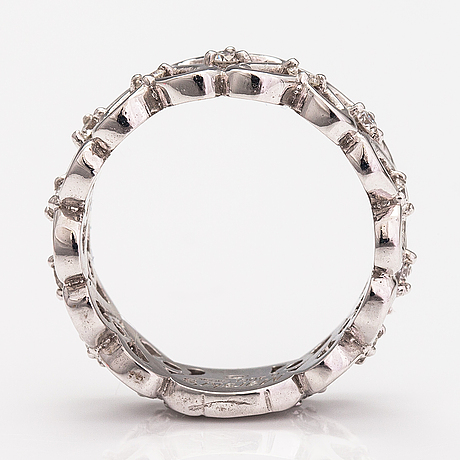 An 18k white gold ring with diamonds ca. 0.40 ct in total.