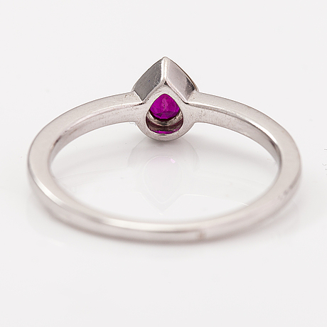 An 18k gold ring with enamel, diamonds ca. o.06 ct in total and a ruby.