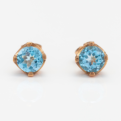 A pair of 14k gold earrings with topazes ca. 2.60 ct in total.