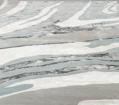 "A layrered ""onyx"" carpet, measurement 250x350 cm."
