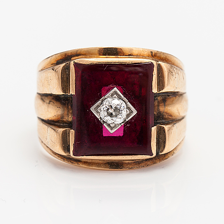 A 9-14k gold ring with a synthetic ruby and a diamond ca. 0.22 ct.