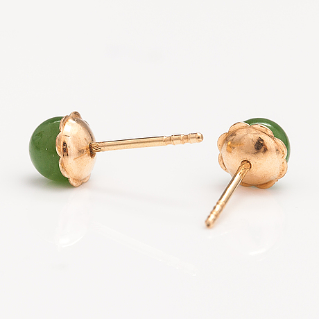 A set of two pairs of earrings in 14k and 18k gold, one with jade pearls.