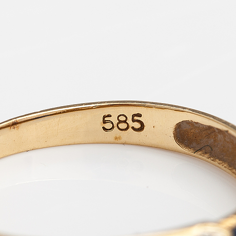 Sormus, 14k kultaa, safiiri, timantteja n. 0.015 ct yht. kultakeskus, hämeenlinna 1999.