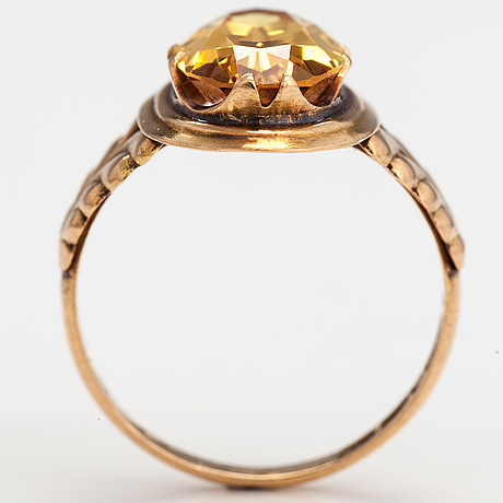 A 14k gold ring with a synthetic sapphire. finland 1956.