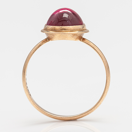 An 14k gold ring with a synthetic ruby. rauno lähteenmäki, turku 1958.