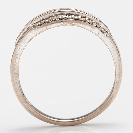 A 14k white gold ring with diamonds ca. 0.35 ct in total. kultakeskus.