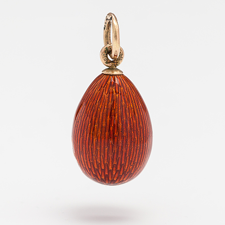 A 14k gold pendant with enamel. st. petersburg, early 20th century.