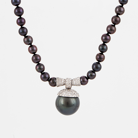 Halsband, med tahitipärla, sötvattenspärlor och briljantslipade diamanter.