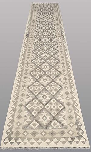 Gallerimatta, kelim, ca 498 x 80 cm.