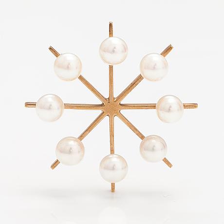 Eero rislakki, a 14k gold pendant with cultured pearls. westerback, helsinki 1964.