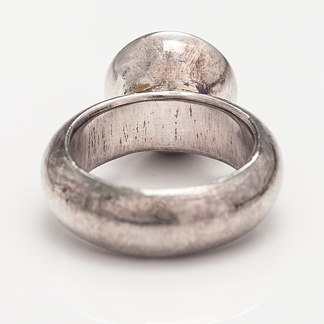 Timo mustajärvi, a sterling silver ring with a synthetic spinelle. jalo, fiskars.