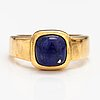 An 18k gold ring with a lapis lazuli. france.