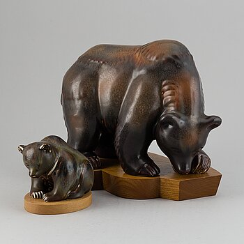 GUNNAR NYLUND, two stoneware sculptures of a bear and a baby bear, Rörstrand, Sweden.