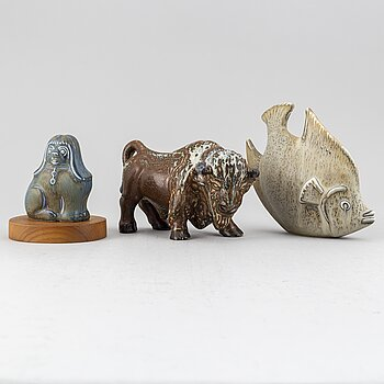 GUNNAR NYLUND, three stoneware sculptures, a buffalo, a dog and a fish, Rörstrand.