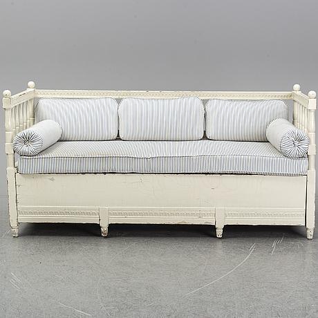 A gustavian sofa from around 1800.