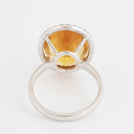 Citrine and small brilliant-cut diamond cocktailring.