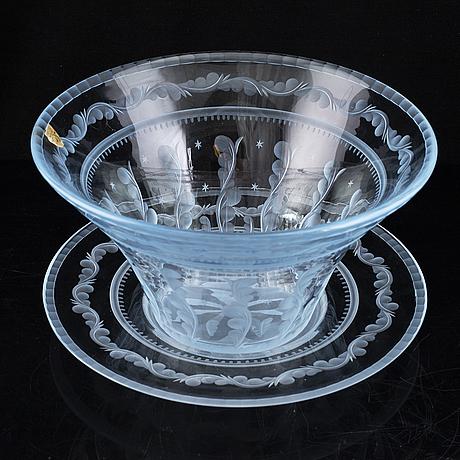An edward hald vase on a plate, orrefors.