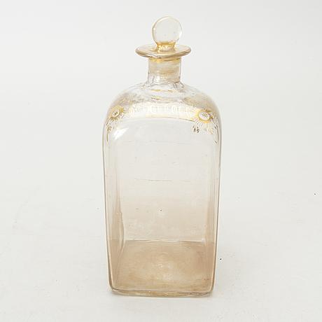 BrÄnnvinsschatull med 4 flaskor, 1800-tal.