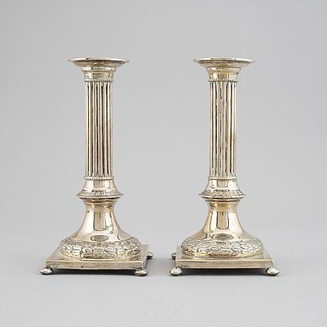 Silver candelsticks.