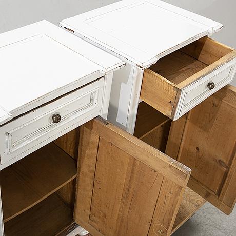 SÄngbord, ett par. modern tillverkning.