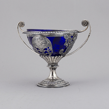 A silver bowl with blue glass, from around 1900.