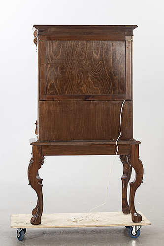 A 20th century drinks cabinet.