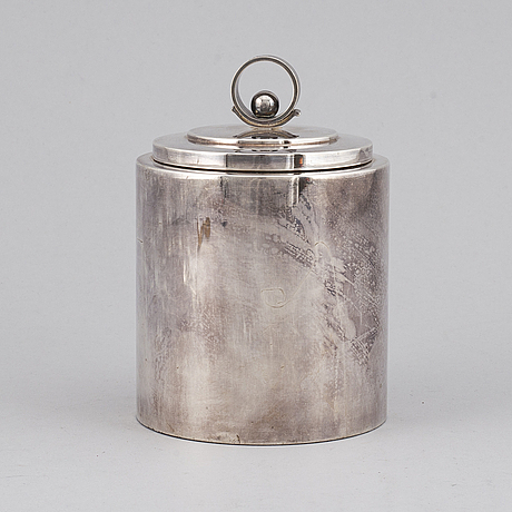 A silver plated art déco teabox from the 1930's.