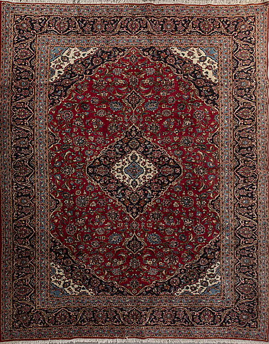 An old isfahan carpet ca 402 x 296 cm.