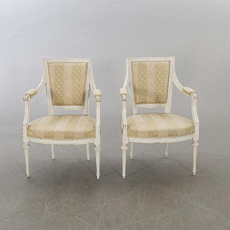 Karmstolar, ett par, gustavianska stockholmsarbeten omkring 1800.