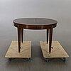 Matbord, gustaviansk stil, mahognyfanerat, 1900-talets första hälft. 4 iläggsskivor medföljer.