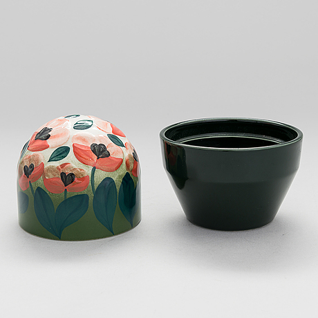 HeljÄ liukko-sundstrÖm, a set of a ceramic art plate and a ceramic jar. signed.