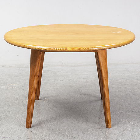 A swedish 1960s pinewood round sofa table, design carl malmsten.