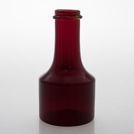Tapio wirkkala, a red glass bottle for iittala, signed tapio wirkkala i 408.