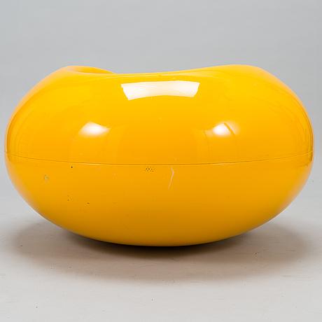 """Eero aarnio, stol, """"pastill"""", tillverkad av adelta. formgiven 1962."""
