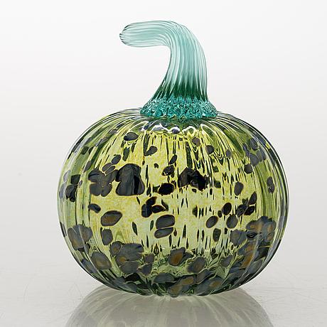 "Oiva toikka, a ""pumpkin"" big) glass sculpture signed o. toikka nuutajärvi."
