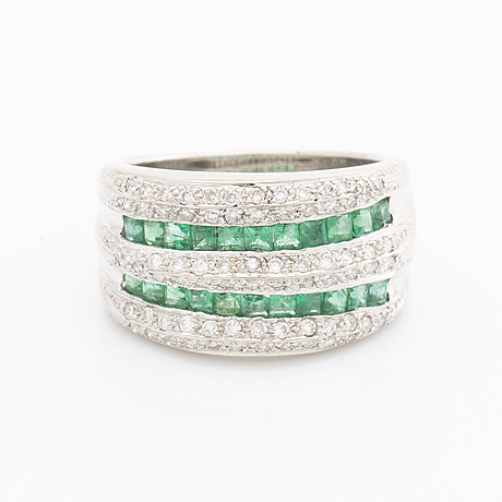 Ring 18k whitegold brilliant-cut diamonds approx 1 ct and square-cut emeralds approx 1 ct.