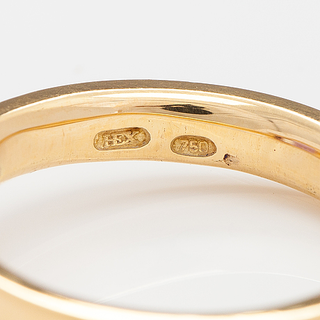 An 18k gold ring with an amethyst. ofelia jewelry, helsinki.