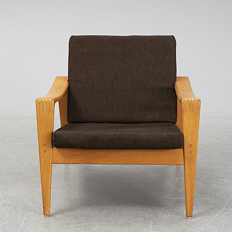 A 1960s easy chair.