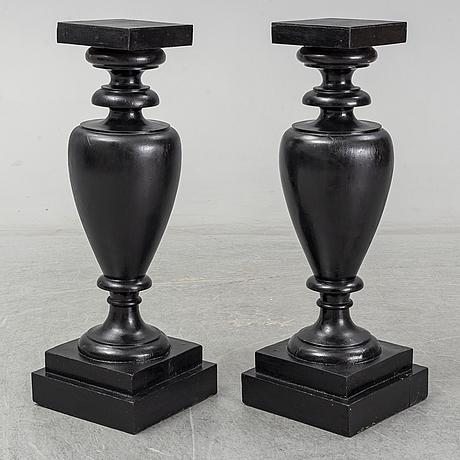 Piedestaler, ett par, omkring år 1900.
