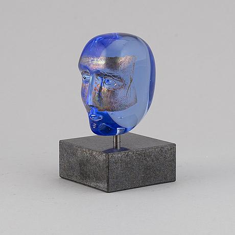 Bertil vallien, a glass sculpture of a head, kosta boda, sweden.