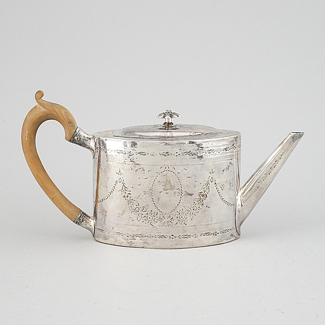 Teapot, silver, london, 1824. total weight ca 354 g.