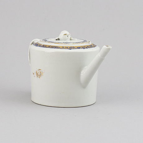 A blue and white teapot with cover, qing dynasty, jiaqing (1796-1822).